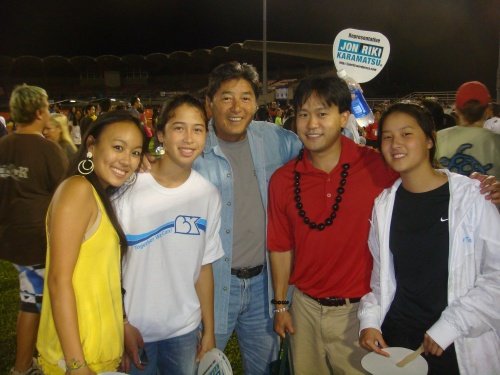 Rep. Jerry L. Chang's daughter JC on the far right and her friends helped us to pass over 1200 fans.
