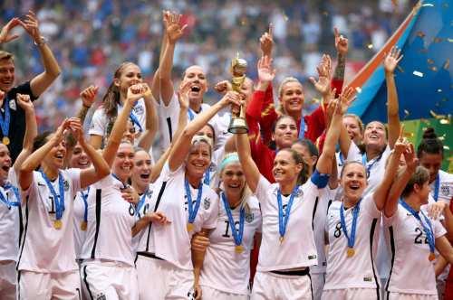 150702 us. women world cup trophy 2