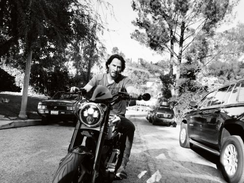 gallery-1486659389-keanu-reeves-esquire-interview-5